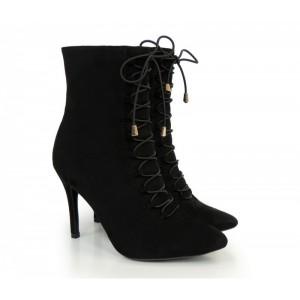 Kotníkové dámské zateplené boty na šněrování černé barvy