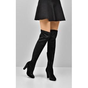 Černé kozačky nad kolena s hrubým podpatkem