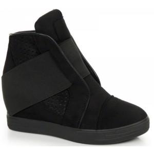 Dámské semišové kotníkové boty černé barvy na platformě s gumičkou