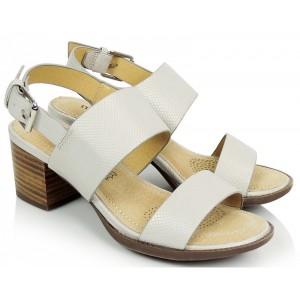 Dámské sandály stříbrné barvy se zapínáním na přezku
