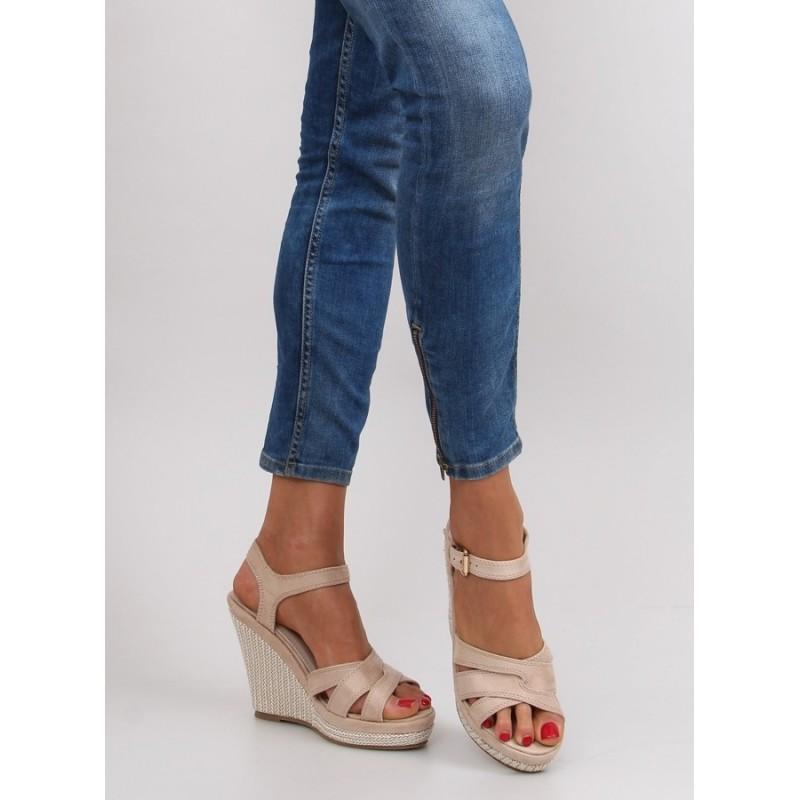 Elegantní dámské sandály béžové barvy - manozo.cz 51d0658c6b