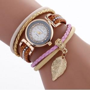 Hnědé dámské náramkové hodinky s přívěskem