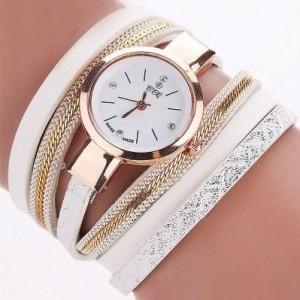 Módní náramkové hodinky bílé barvy