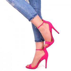 Růžové sandály na tenkém podpatku