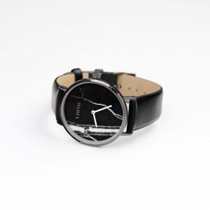 Černé dámské hodinky se vzorem na ciferníku