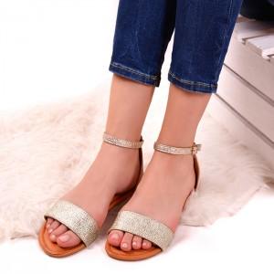 Zlaté třpytivé sandály na léto