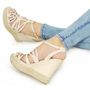 Béžové dámské sandály na platformě