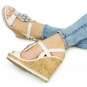 Elegantní dámské sandály na platformě bílé barvy