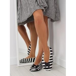 Dámské pruhované pantofle černé barvy