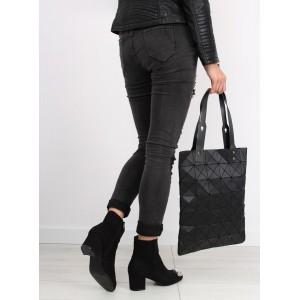 Černá dámská kabelka s geometrickými vzory