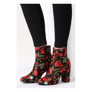 Vzorované dámské boty černé barvy