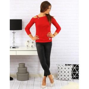 Jednoduché červené dámské svetry s tříčtvrtečním rukávem a srdíčkem