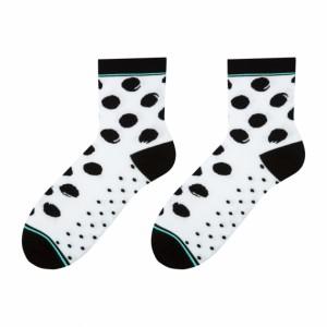 Pohodlné bílé dámské ponožky s černými kuličkami