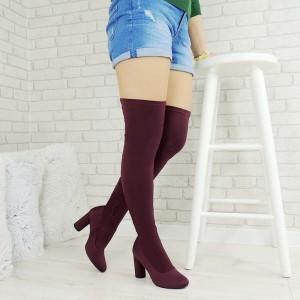 Moderní dámské zimní kozačky nad kolena v bordó barvě na vysokém a tlustém podpatku