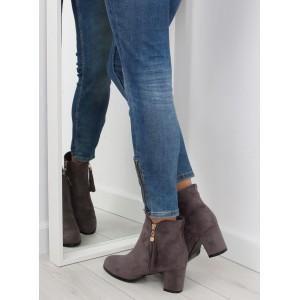 Semišové dámské kotníkové boty na podpatku v šedé barvě