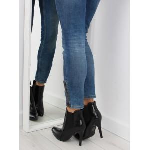 Dámské černé vysoké boty s lesklým povrchem