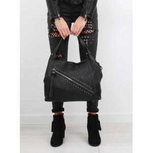 Černá dámská kabelka na rameno s vybíjením a ozdobným zipem