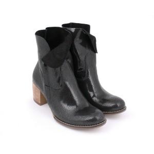 Lakování dámské kožené boty na hrubým podpatku