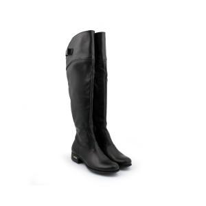 Dámské černé kožené kozačky po kolena na nízkém podpatku