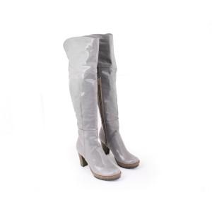 Moderní dámske kožené kozačky lesklý šedé barvy na podpatku