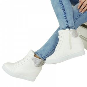 Bílé dámské kotníkové boty na podpatku zdobené kamínky