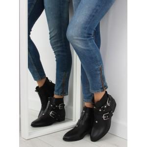 Zateplená dámská zimní obuv černé barvy s přezkami