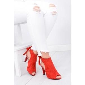Moderní dámské boty červené barvy s otevřenou špičkou a patou