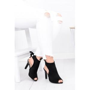 Černá dámská obuv s vysokým podpatkem a otevřenou špičkou
