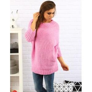 Pohodlný dámský pulovr volného střihu v růžové barvě s tříčtvrtečními rukávy