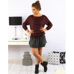 Jednoduchý dámský svetr v bordó barvě s dlouhými rukávy na každý den