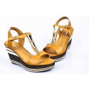 Dámske kožené sandále pieskové  DT086