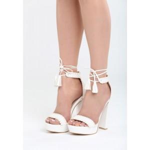 Bílé sandály na klínku