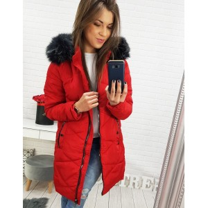 Zimní dámská bunda v červené barvě s kožešinovou kapucí