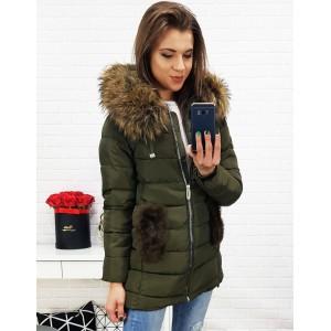 Zelená prošívaná bunda na zimu s hustou kožešinou