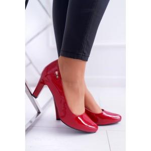 Lakované dámské lodičky v červené barvě na nízkém podpatku