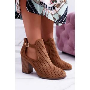 Hnědé kotníkové boty dámské s přezkou na boku