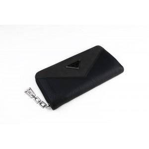 Černá dámská peněženka s kovovým zipem a přívěskem