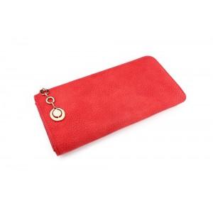 Dámská červená peněženka s ozdobným přívěskem na zipu