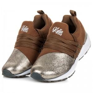 Dětská nazouvací obuv s tkaničkami hnědé barvy