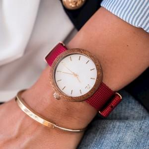 Dřevěné hodinky dámské v červeno bílé barvě s textilním řemínkem