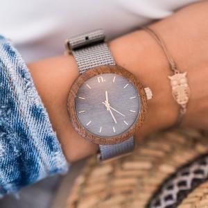 Dámské hodinky ze dřeva v šedé barvě s textilním řemínkem