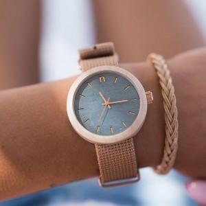 Dřevěné hodinky pro dámy v modro béžové barvě s textilním řemínkem