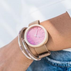 Dřevěné dámské hodinky v růžové barvě s textilním řemínkem