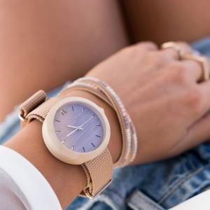 Stylové dřevěné hodinky pro dámy ve fialové barvě