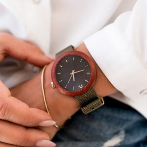 Černé dámské dřevěné hodinky s textilním řemínkem