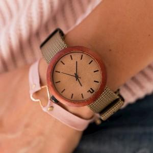Kvalitní dámské dřevěné hodinky v béžové barvě