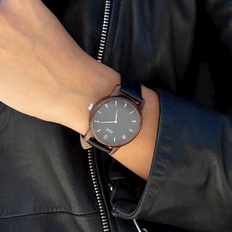 ed1851b87b Dřevěné hodinky pro dámy v černé barvě s koženým řemínkem