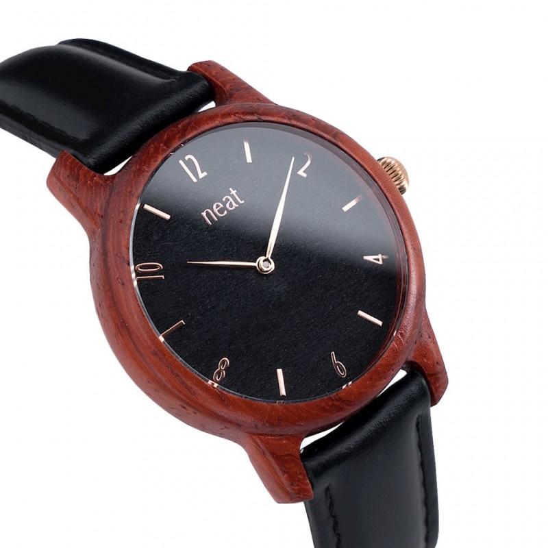 6a04db1f5c Dámské hodinky dřevěné v černé barvě a koženým řemínkem