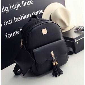 Černý batoh s malou kapsičkou na zipu