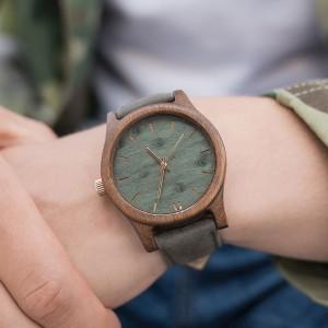 Moderní pánské hodinky dřevěné zelené barvy
